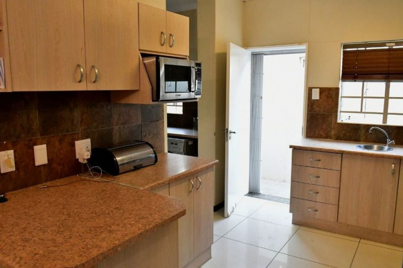3 Bedroom Townhouse For Sale in Pionierspark Ext 1