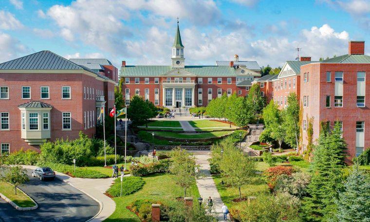 St Thomas University está vendiendo terrenos baldíos en Miami Gardens