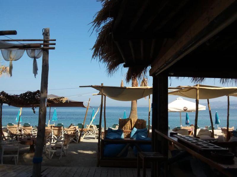 Mavro Lithari Beach Bar