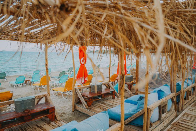 Book/Reserve your sunbed in Mavro Lithari Beach Bar, Leof. Athinon Souniou 46, Saronida, Attica, 19013 with Summerize app