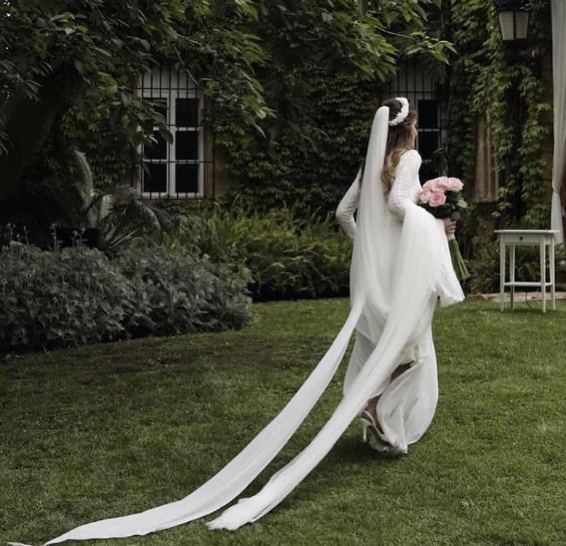 vestido novia con falda abierta de nuestra tienda en valencia