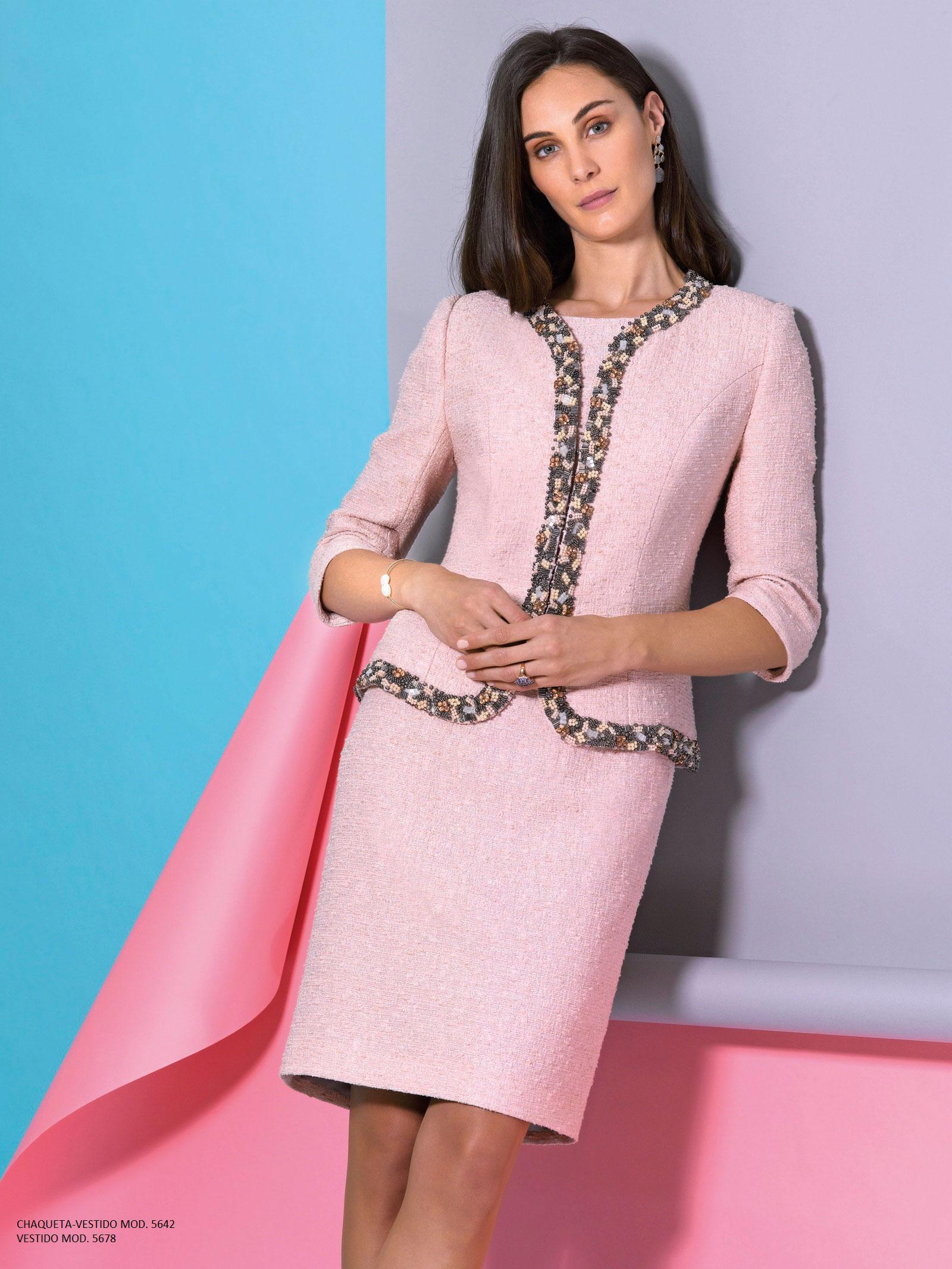 cd98907cb El gusto por la confección artesanal y el mimo por la costura son nuestras  señas de identidad pues nuestro vestidos emplean ricos tejidos