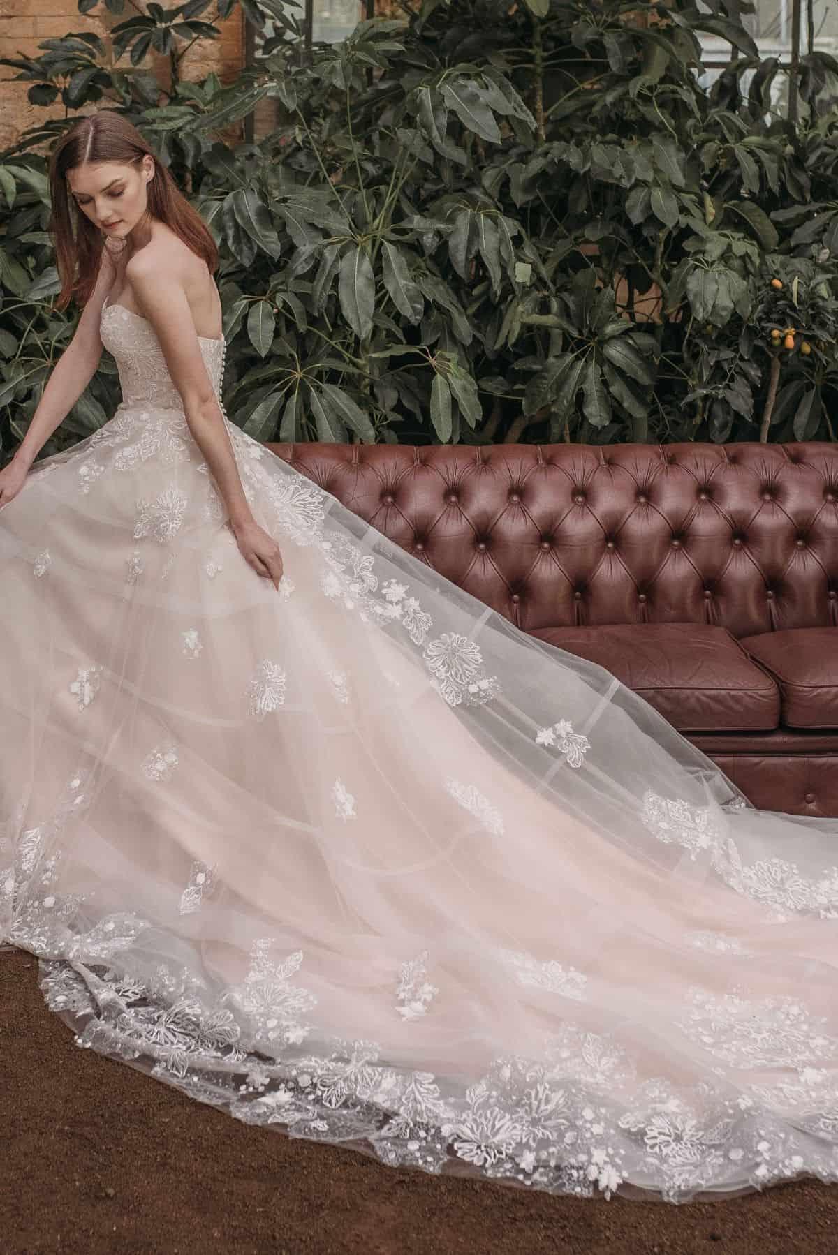 tienda de vestidos de novia personalizados de alta costura a medida en valencia