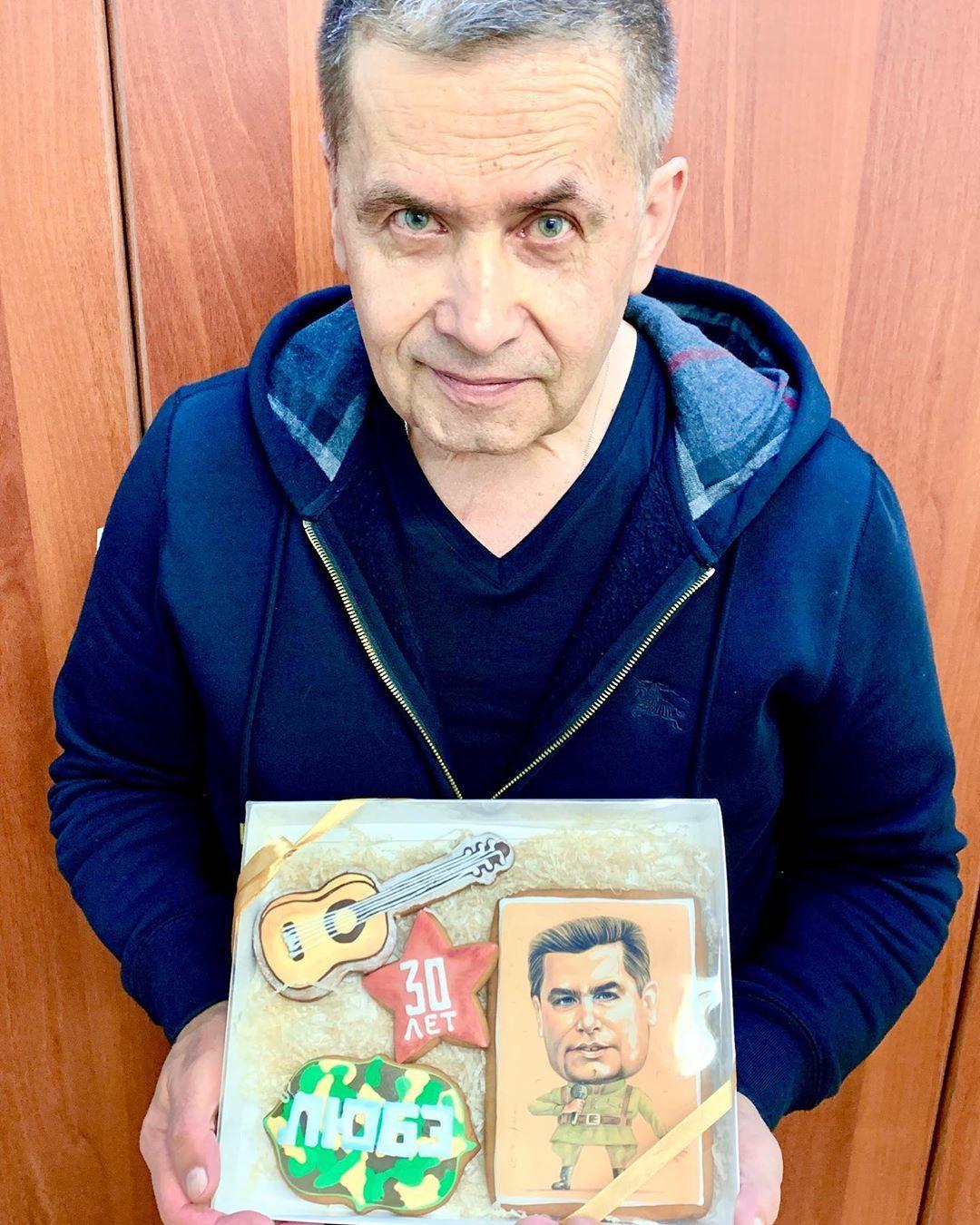 Николай Расторгуев трогательно поздравил маму с юбилеем