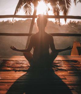 reiki meditating