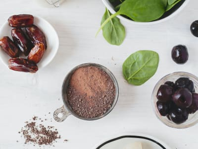 dates and cocoa vegan cookies