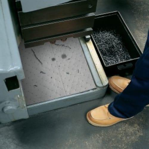 Absorbant en feuilles universel PIG® Essentials Pro triple épaisseur 38 x 48 cm photo du produit Back View L