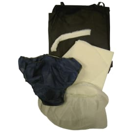 Kit d opéré complet (blouse PLP bleu liens manches courtes, charlotte clip PLP blanc, slip PLP bleu, surchaussures PLP blanc, gant de toilette blanc et serviette de bain blanc) photo du produit