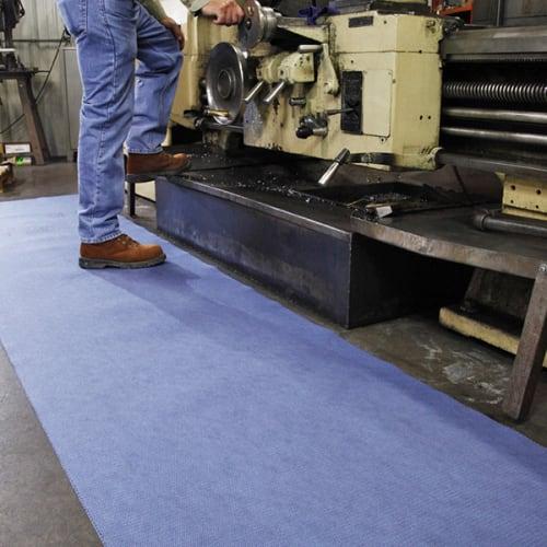 Tapis absorbant et adhésif en rouleau PIG® Grippy® bleu double épaisseur 81 cm x 30 m photo du produit Back View L