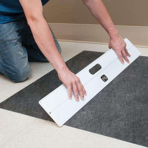 Rêgle de pose et de découpe pour tapis Grippy photo du produit Back View L