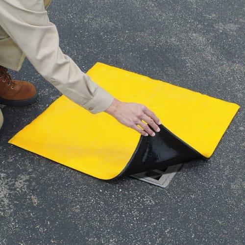 Plaque d obturation PIG® Original DrainBlocker® 91 x 91 x 1,3 cm photo du produit Back View L
