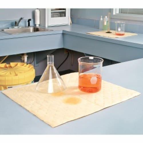 Absorbant en feuilles PIG® Essentials Pro triple épaisseur pour produits chimiques 38 x 48 cm photo du produit Back View L
