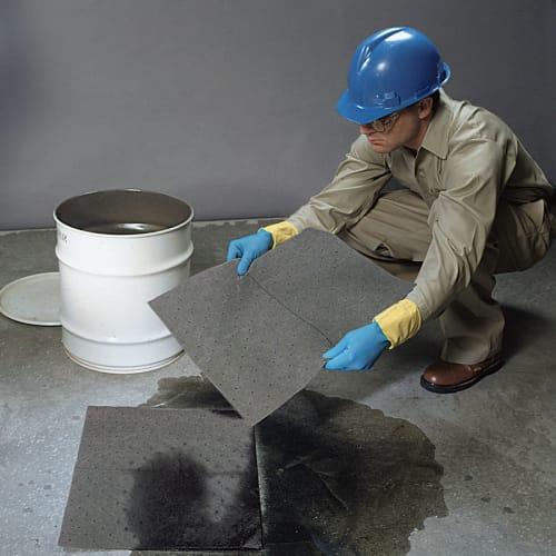 Absorbant en feuilles universel PIG® Essentials triple épaisseur 38 x 48 cm photo du produit Back View L