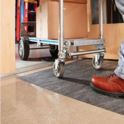 Kit de démarrage tapis absorbant et adhésif en rouleau PIG® Grippy® gris double épaisseur photo du produit Side View L