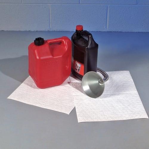 Absorbant en feuilles hydrophobe PIG® double épaisseur pour hydrocarbures 38 x 51 cm photo du produit Back View L