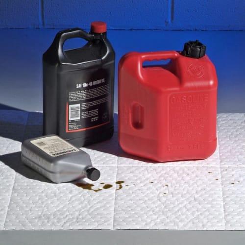 Absorbant rouleau hydrophobe PIG® triple épaisseur pour hydrocarbures 76 cm x 46 m photo du produit Back View L