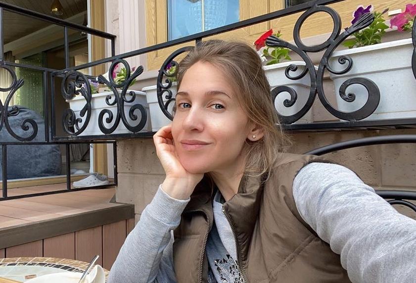 Ковальчук объяснила нежелание показывать двухлетнюю дочь