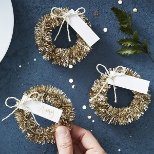Gold Wreath Place Cards (4)