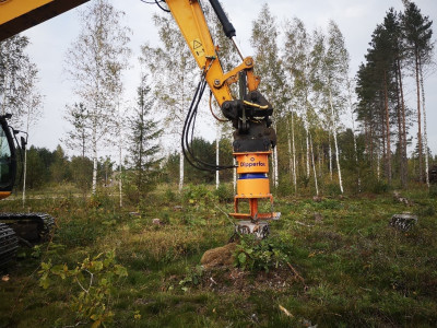 Stump removal with the Dipperfox Stump Crusher 850 Pro