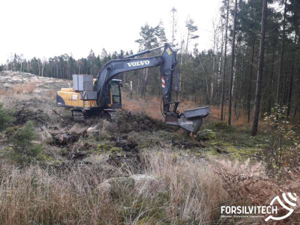 Mechanised forest planting - Volvo Excavator with Bracke P11a