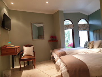 Böllinger Guest House Rooms Gallery - The Fynbos Room