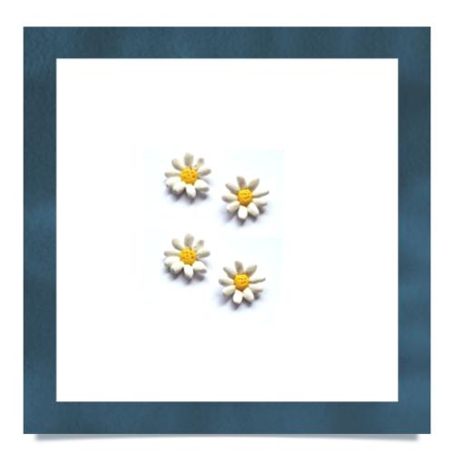 Daisy Charm by Turkey•Dimple