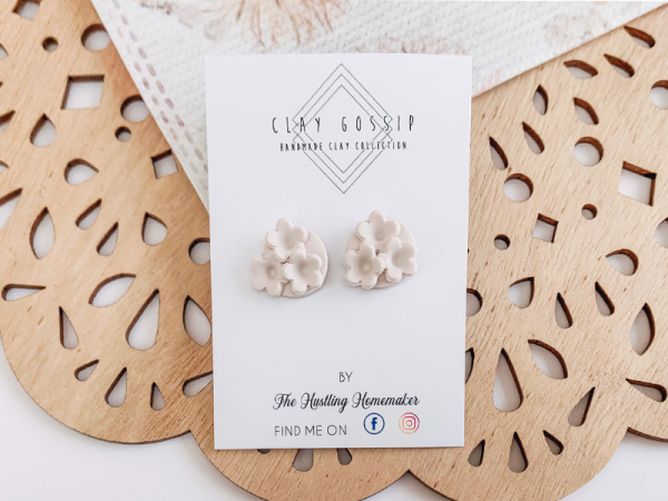 Creamy Blossoms - Stud Earrings