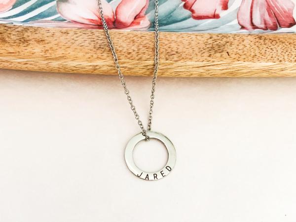 Minimalistic Circle - Name Necklace