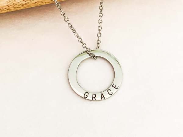Minimalistic Circle Necklace - Grace