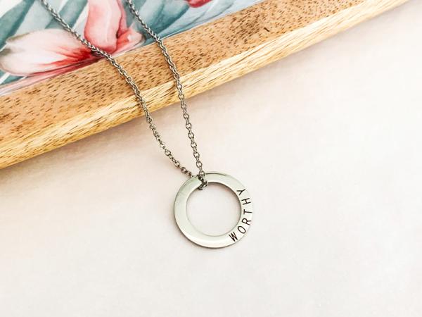 Minimalistic Circle Necklace - Worthy