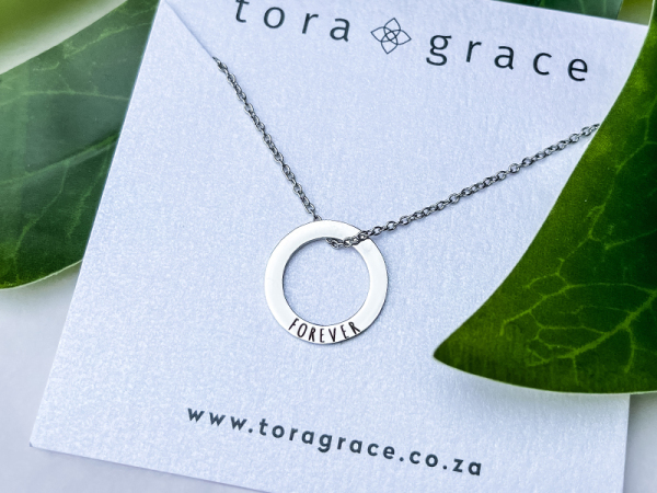 Minimalistic Circle Necklace - Forever