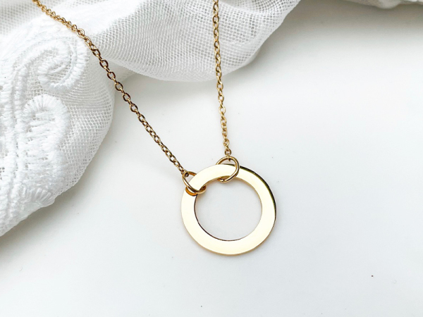 Minimalistic Circle Necklace - Suspended Circle