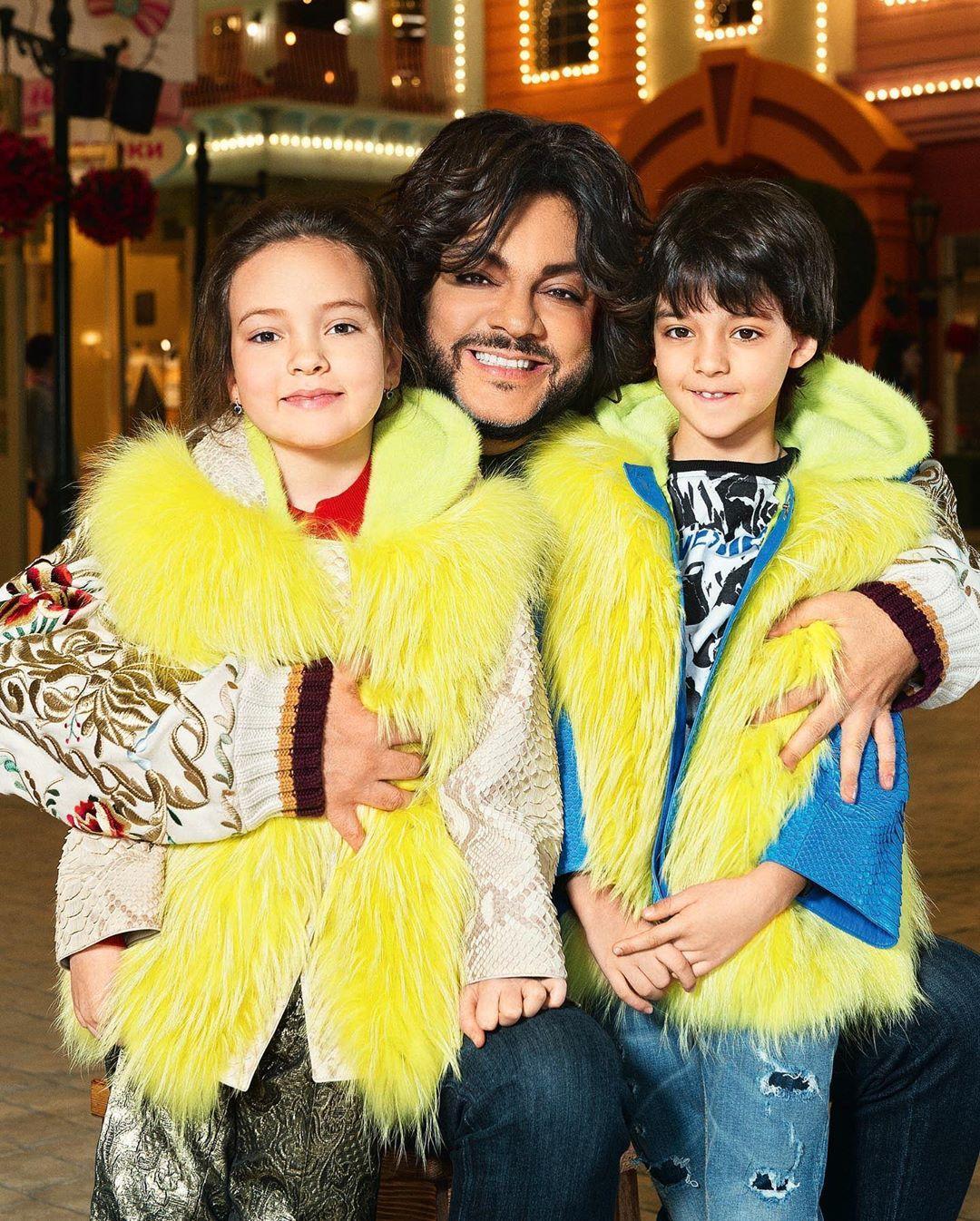Дружная семейка: дети Филиппа Киркорова устроили для него спектакль на домашней сцене