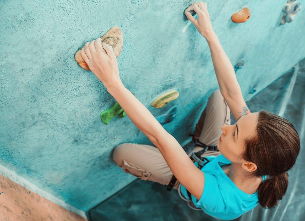 Banner Mädchen beim Bouldern