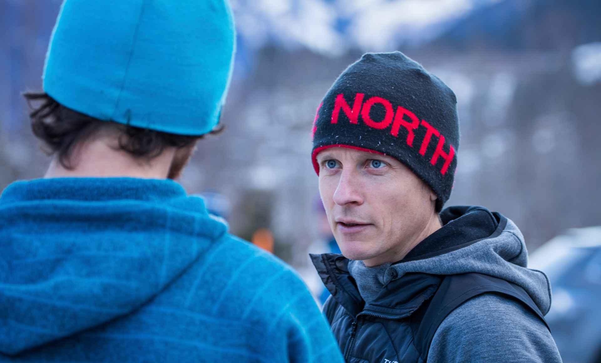 Tijdens de klimtest hadden de sporters levendige discussies over de nieuwe modellen.