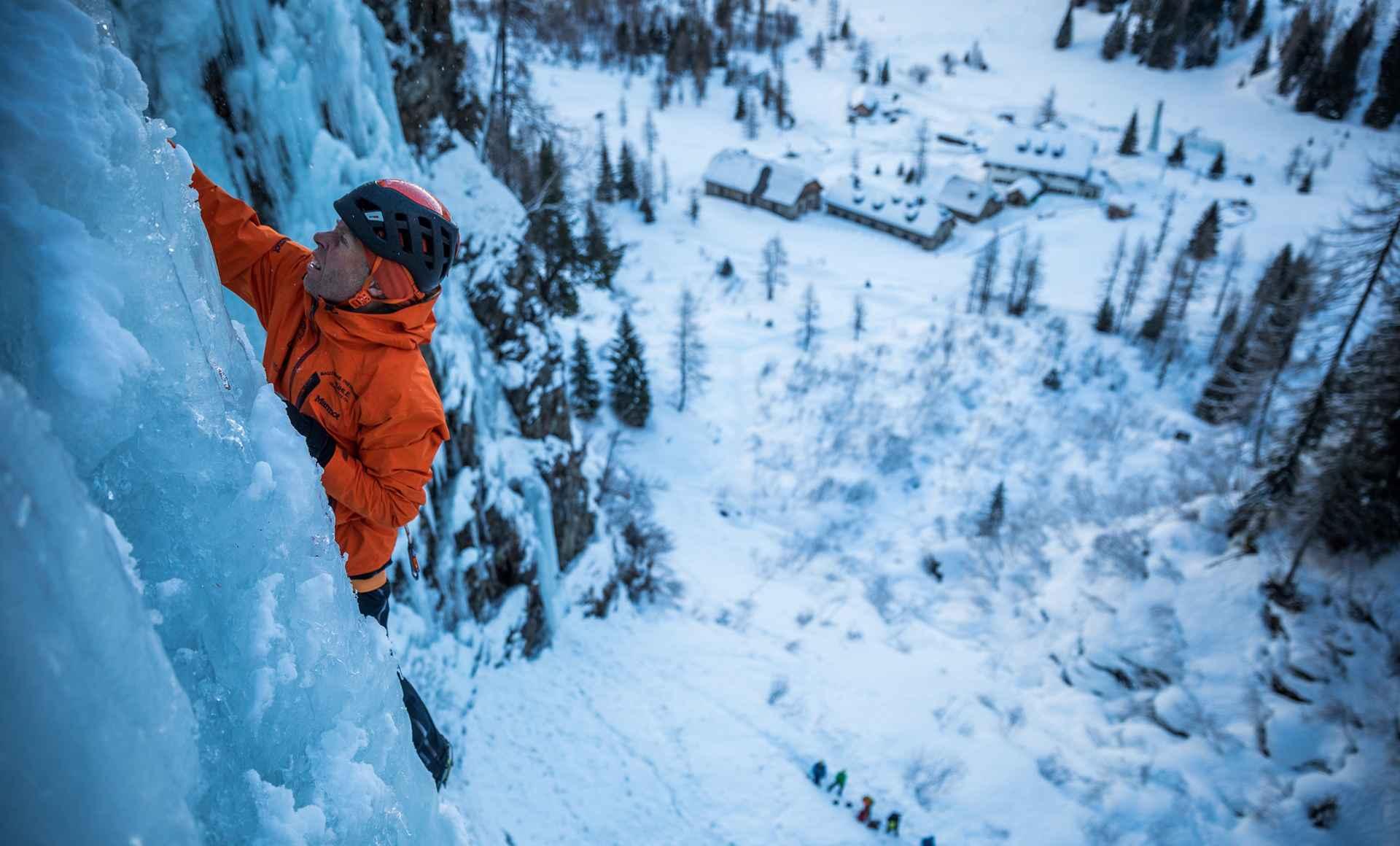 Stevig staan is essentieel, vooral op dergelijke hoogtes, waar elke stap levensgevaarlijk kan zijn.