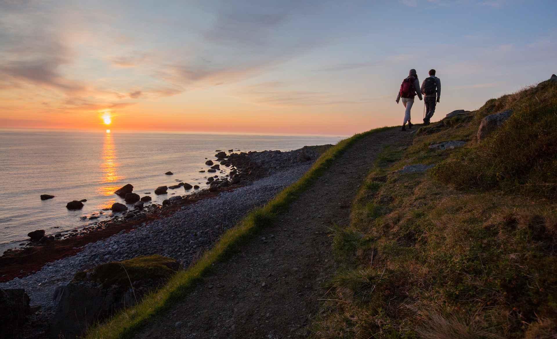 Wanderszene bei Eggum, Lofoten, Norwegen.