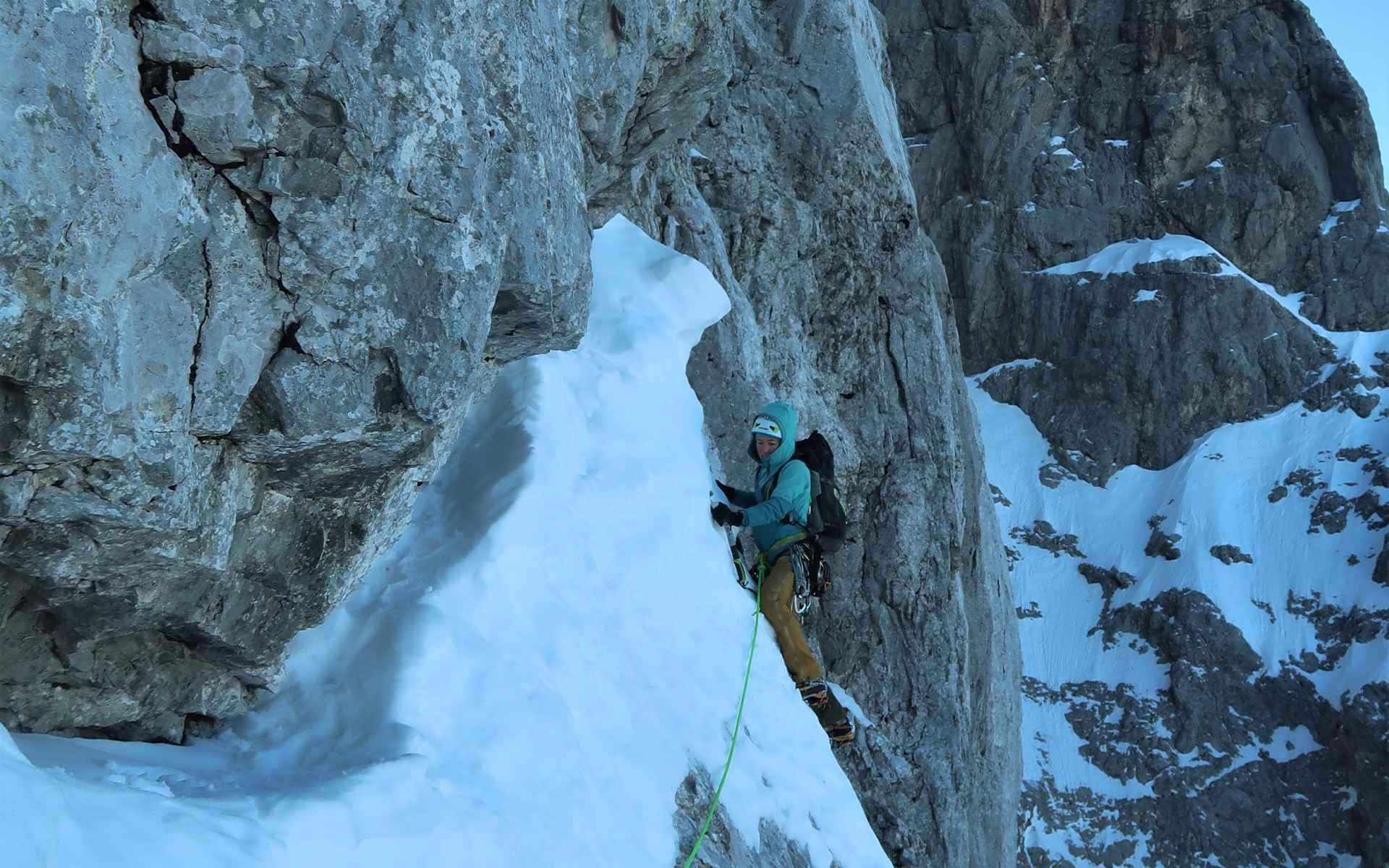 Steeds weer lastige passages op vastgeplakte sneeuw.