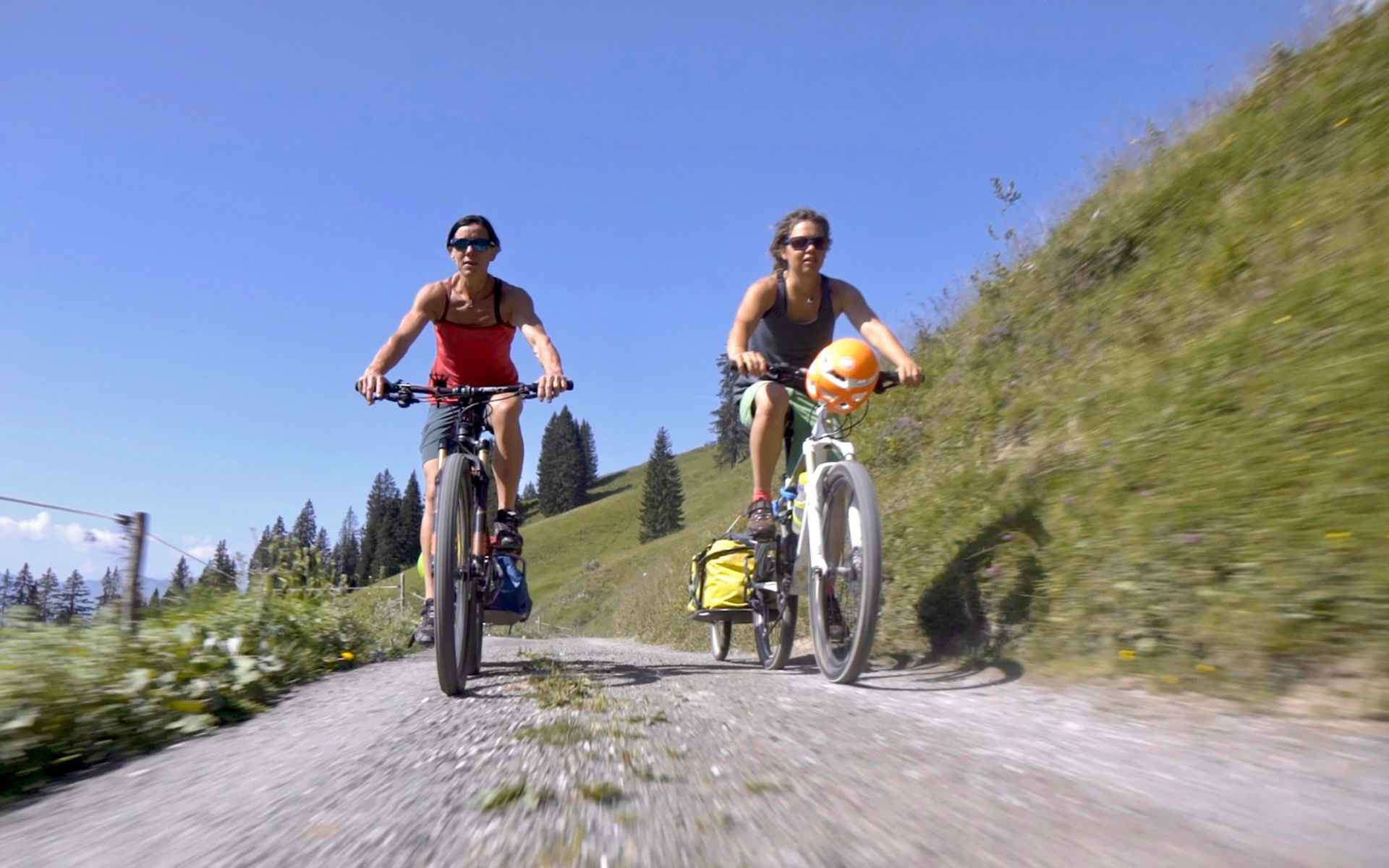 Les deux femmes ont choisi de traverser la Suisse en VTT.