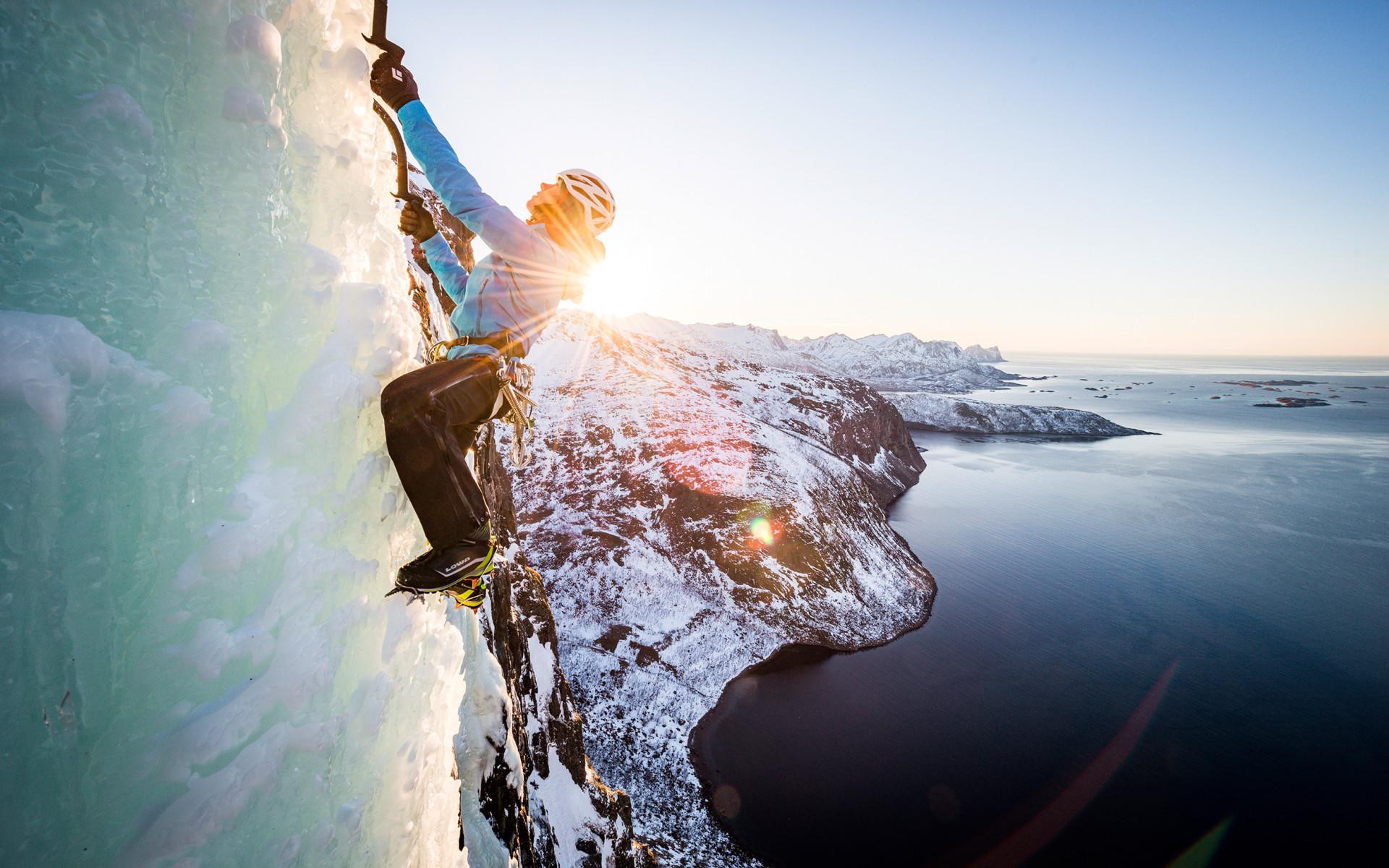 Imagefoto met de ALPINE ICE GTX, Senja Ice Climbing 2018