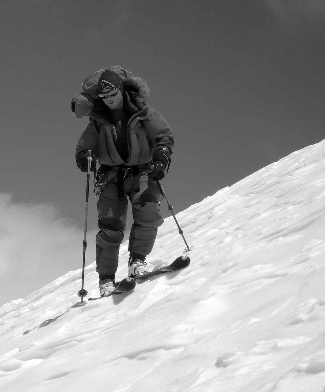 Skiafdaling op een 8000'er (Luis Stitzinger hier op de Broad Peak)