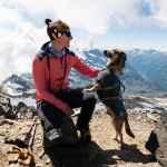 Jaqueline mit ihrem Hund Loui.