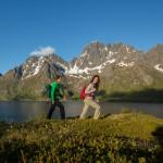 Wanderszene am Austnesfjorden, Lofoten, Norwegen.