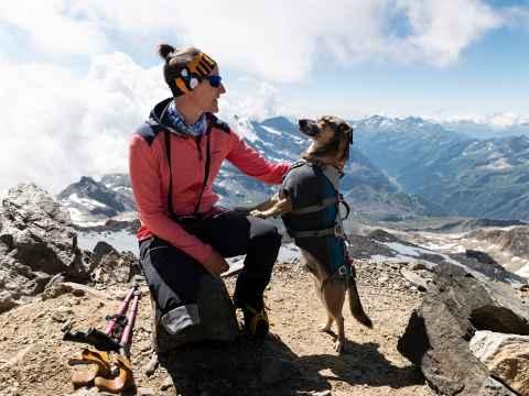 Jacqueline et son chien Loui.