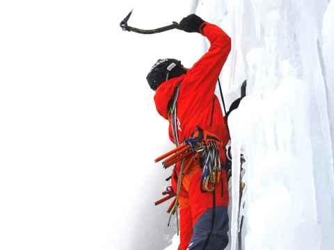 Simon Gietl ha scalato in due giorni la via Pandora sulla ripida parete ovest del Pordoi.