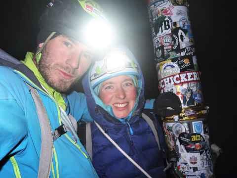 À 22 heures, les athlètes parviennent enfin au sommet.