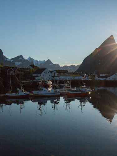 Reiseszene in Sorvagen. Lofoten, Norwegen.