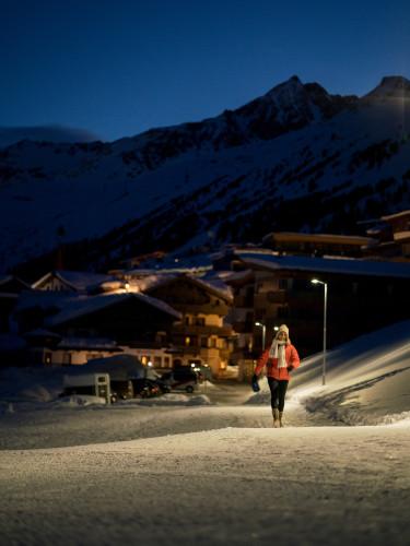 Winterwanderszene    Obergurgl, Oetztaler Alpen, Tirol, Oesterreich.