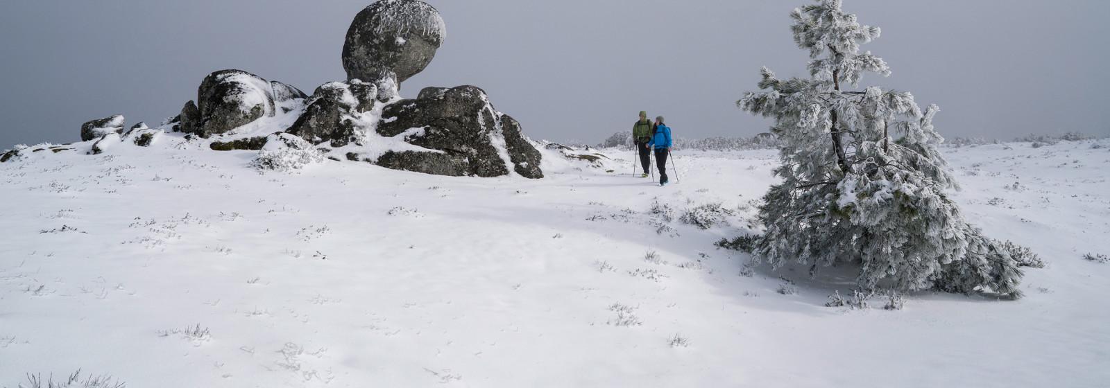 Winterwanderung am Torre, Serra de Estrella, Portugal.