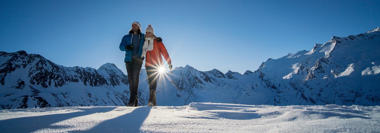 Winterwanderszene Hohe Mut, Oetztaler Alpen, Tirol, Oesterreich.